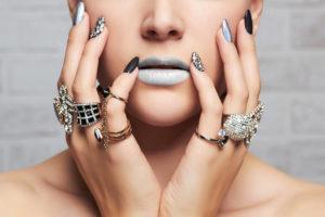 宝石と女性